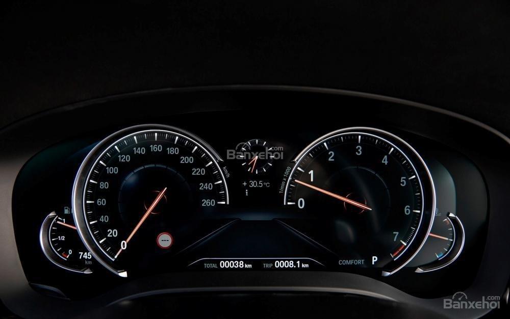 Đánh giá xe BMW 5-Series 2018: Cụm đồng hồ lái.