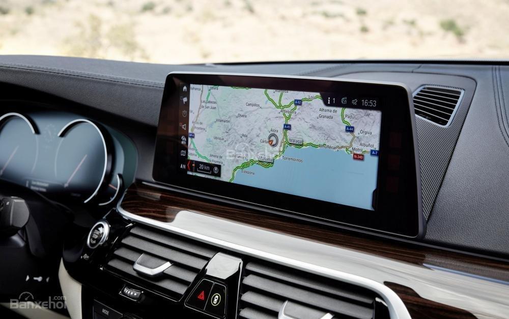 Đánh giá xe BMW 5-Series 2018: Màn hình giải trí 10,2 inch/