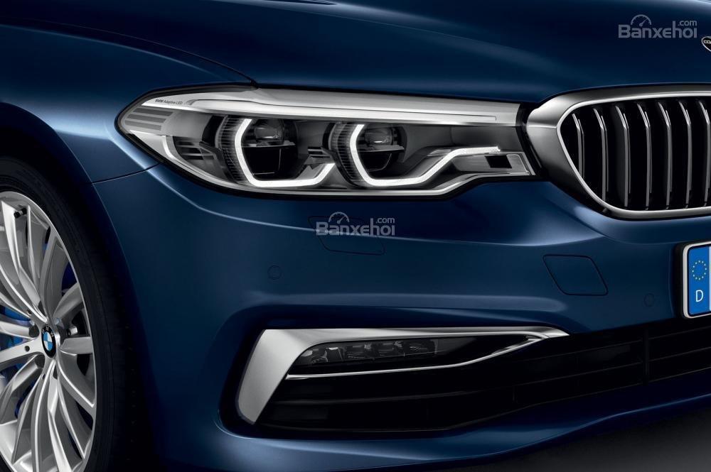 Đánh giá xe BMW 5-Series 2018: Cản va trước và đèn sương mù khác nhau ở các phiên bản a2