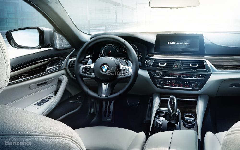 BMW 5-Series 2018 sở hữu màn hình thông tin giải trí 10,2 inch dễ sử dụng/