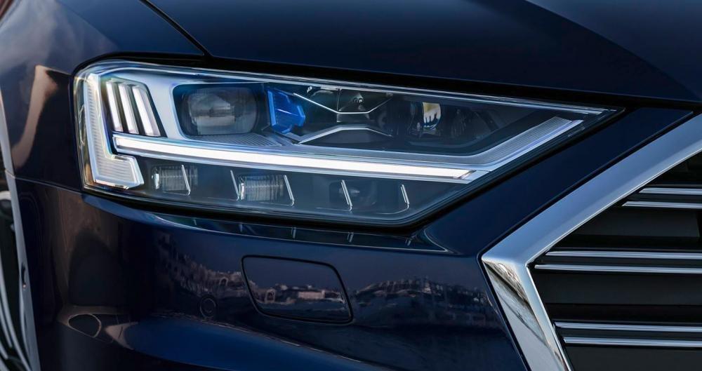 Ảnh chụp đèn xe Audi A8 2018