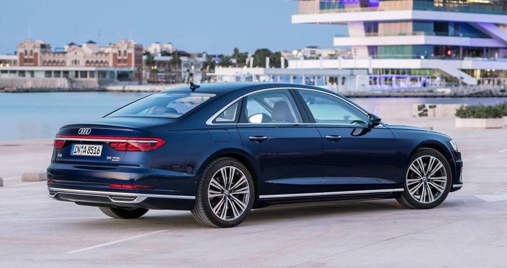 Ảnh chụp thân xe Audi A8 2018