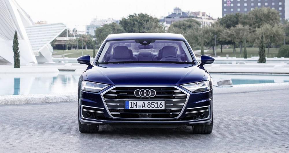 Ảnh chụp phía trước xe Audi A8 2018