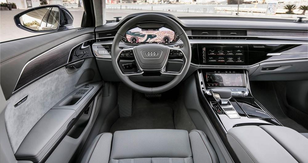 Ảnh chụp bảng táp-lô xe Audi A8 2018
