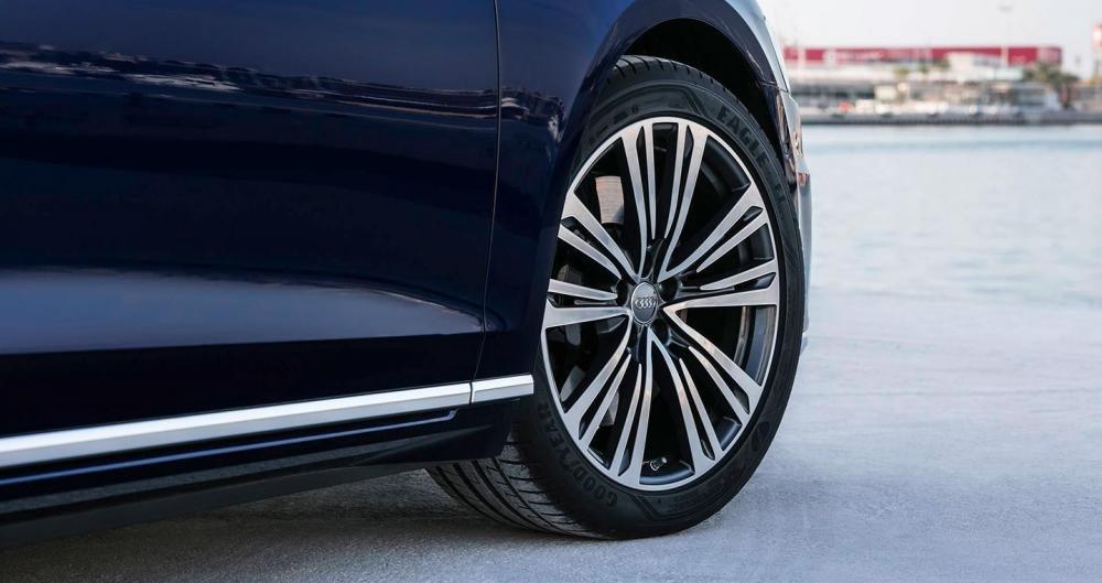 Ảnh chụp vành xe Audi A8 2018