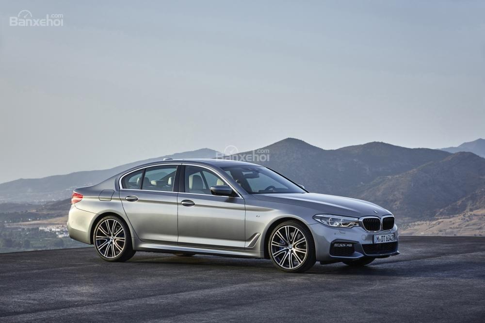 """Đánh giá xe BMW 5-Series 2018: Biết cách lấy lòng khách hàng nhờ loạt ưu điểm """"đáng tiền""""."""