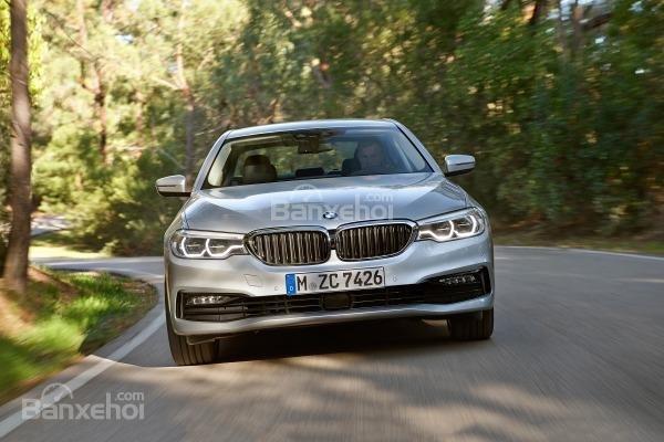 Đánh giá xe BMW 5-Series 2018 về trải nghiệm lái.