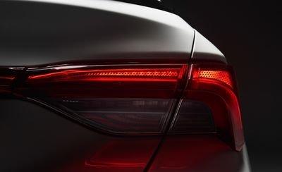 Đánh giá xe Toyota Avalon 2019: Đèn hậu.