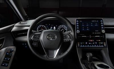Đánh giá xe Toyota Avalon 2019: Vô lăng xe.