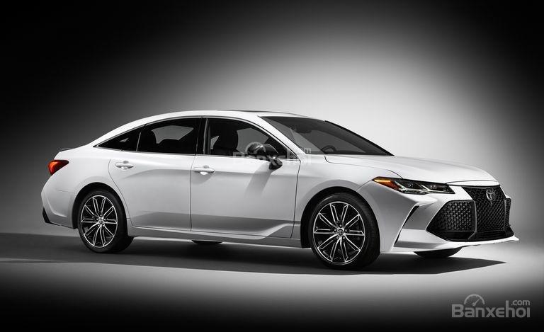 Đánh giá xe Toyota Avalon 2019: Mức tiêu hao nhiên liệu chưa công bố.