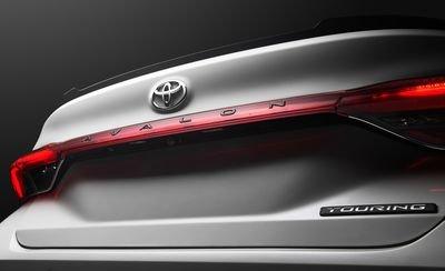Đánh giá xe Toyota Avalon 2019: Khoang hành lý rộng rãi hơn.