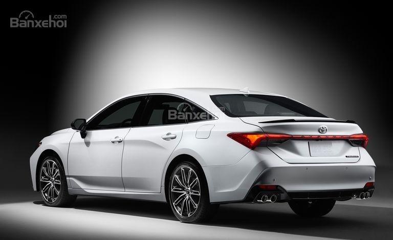 Đánh giá xe Toyota Avalon 2019: Xe có 2 tùy chọn động cơ.