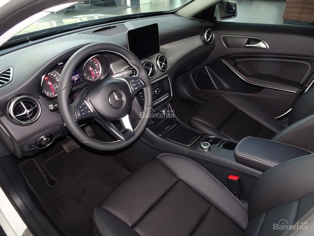 Bán Mercedes Benz GLA 200 New 2019 - Xe SUV nhập khẩu 5 chỗ cao cấp - Hỗ trợ Bank 80% - LH: 0919 528 520-5