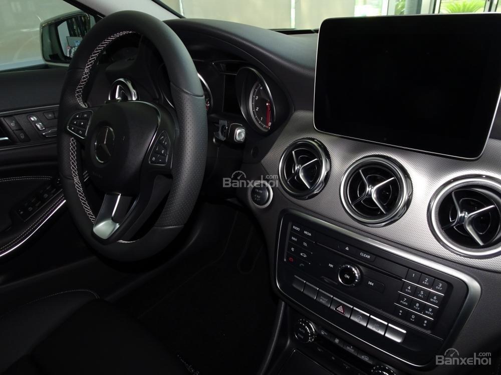 Bán Mercedes Benz GLA 200 New 2019 - Xe SUV nhập khẩu 5 chỗ cao cấp - Hỗ trợ Bank 80% - LH: 0919 528 520-7