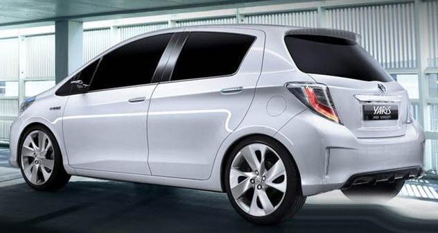 So sánh xe Honda Jazz 2018 và Toyota Yaris 2017 về đuôi xe 3