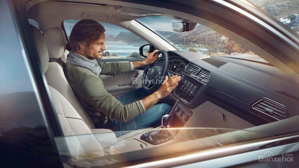 Đánh giá xe Volkswagen Tiguan Allspace 2018 về trang bị tiện ích.