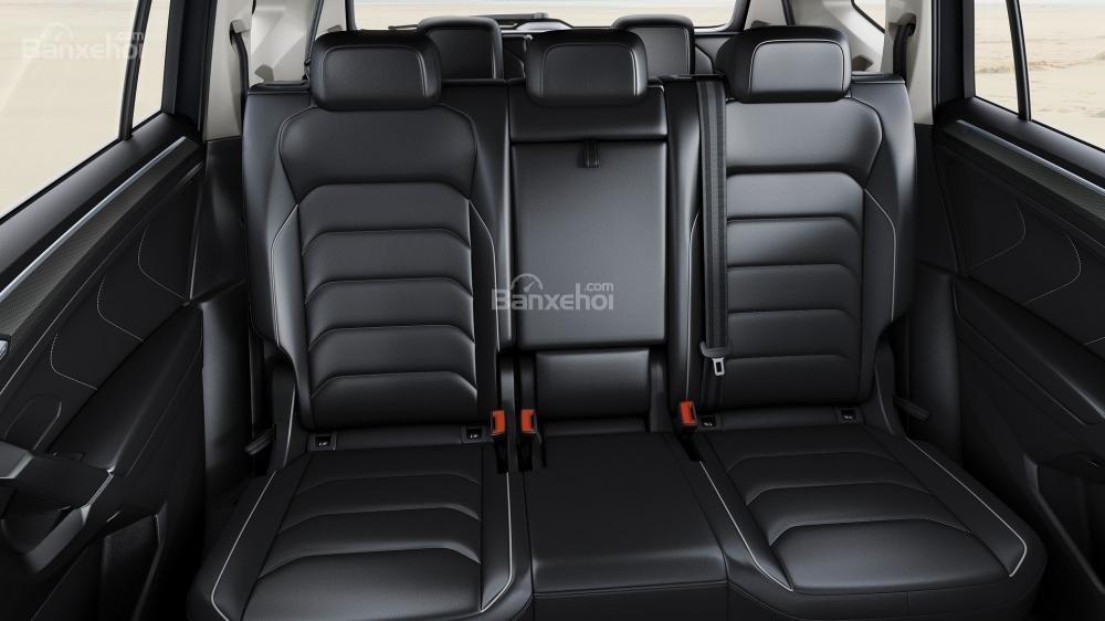 Đánh giá xe Volkswagen Tiguan Allspace 2018: Không gian hàng ghế 2+3/