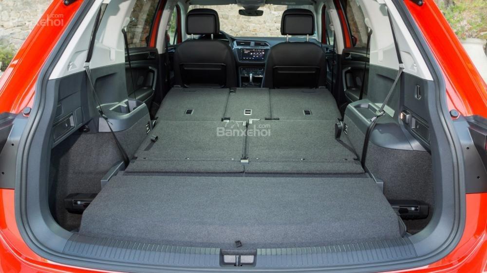 Đánh giá xe Volkswagen Tiguan Allspace 2018: Khoang chứa đồ rộng hơn,
