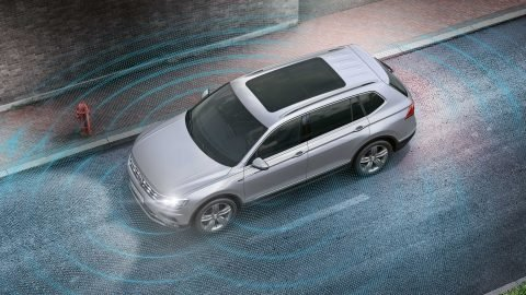 Đánh giá xe Volkswagen Tiguan Allspace 2018: Hệ thống quan sát xung quanh xe.