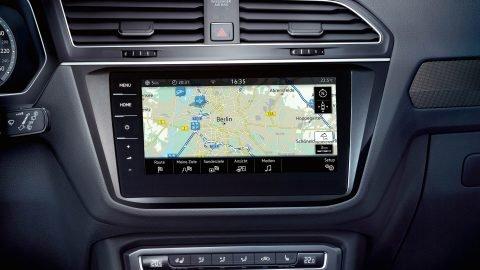 Đánh giá xe Volkswagen Tiguan Allspace 2018: Màn hình giải trí 8 inch tiêu chuẩn/