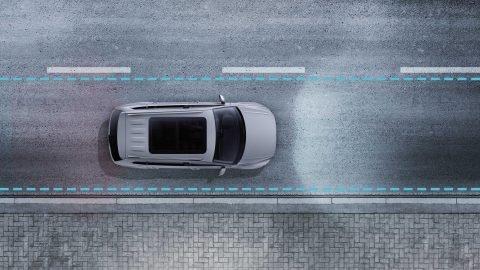 Đánh giá xe Volkswagen Tiguan Allspace 2018: Hệ thống hỗ trợ giữ làn.