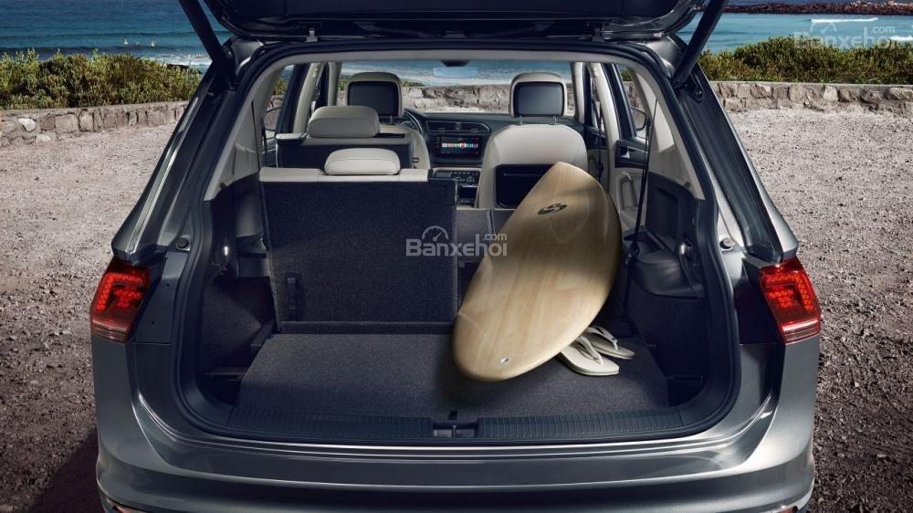 Đánh giá xe Volkswagen Tiguan Allspace 2018 về khoang hành lý A3