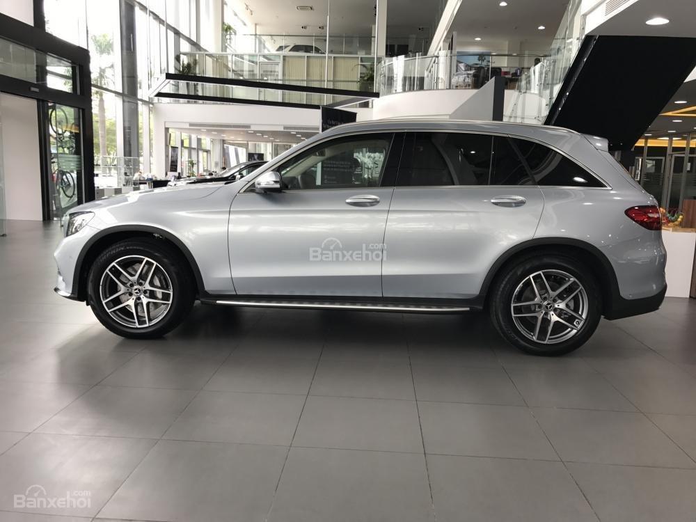 Bán Mercedes Benz GLC300 AMG 2019 - Ưu đãi tốt - Bank hỗ trợ vay 80% - Xe giao ngay-3