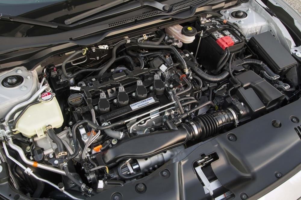Ảnh chụp động cơ xe Honda Civic 1.8E 2018