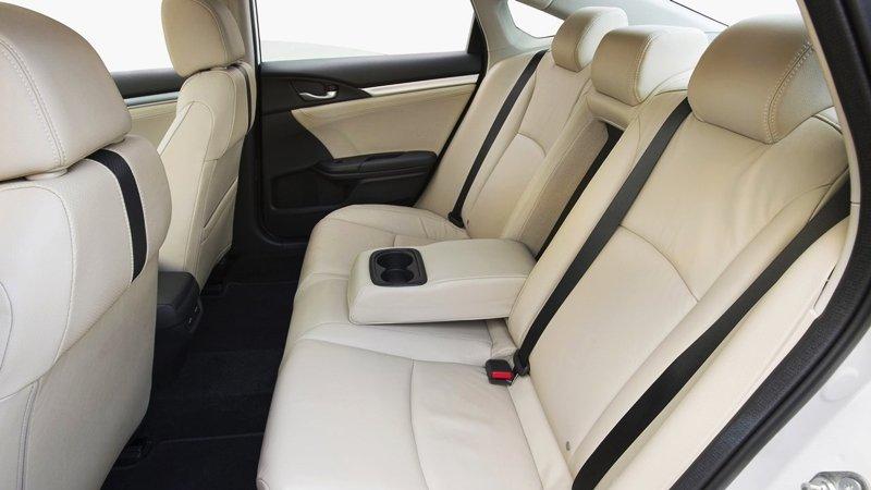 Ảnh chụp ghế sau xe Honda Civic 1.8E 2018