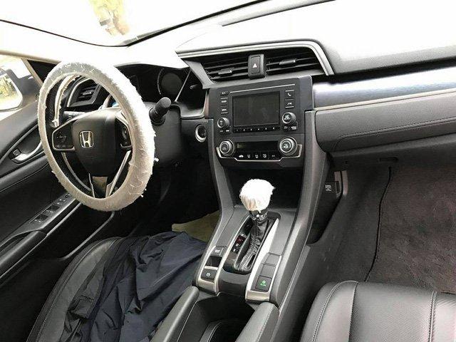 Hai bản Honda Civic mới về Việt Nam thiếu những trang bị gì? a3