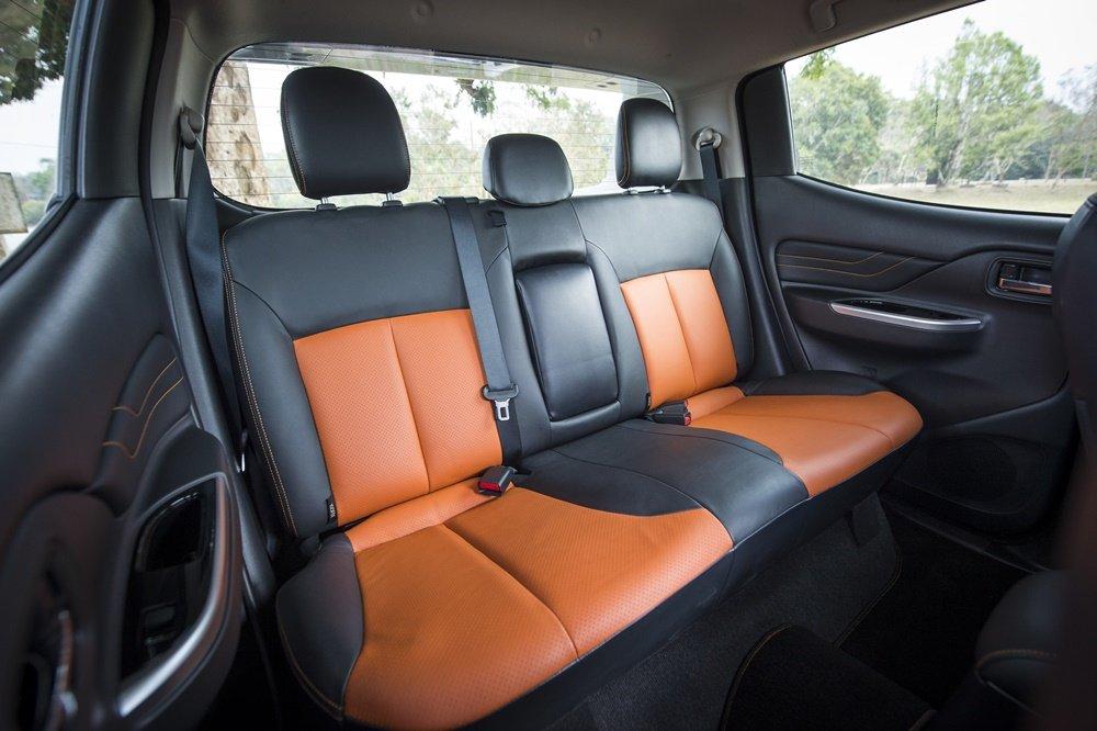So sánh xe Mitsubishi Triton Athlete 2018 và Ford Ranger Wildtrak 2018 về ghế ngồi 7