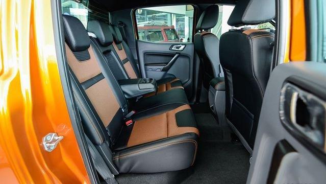 So sánh xe Mitsubishi Triton Athlete 2018 và Ford Ranger Wildtrak 2018 về ghế ngồi 5