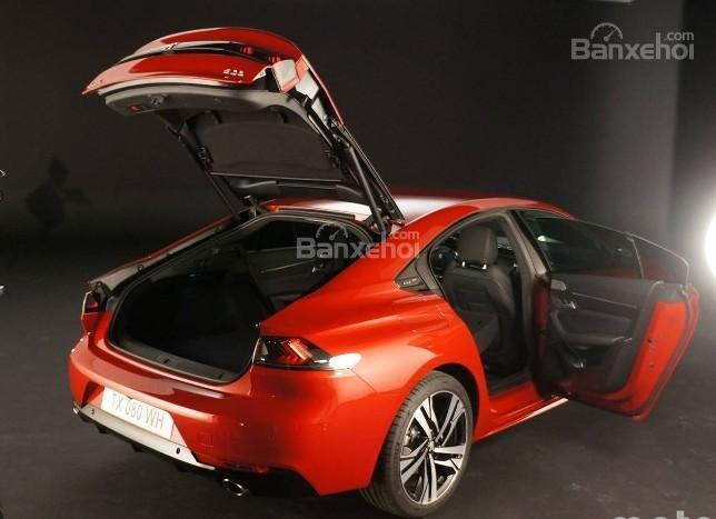 Đánh giá xe Peugeot 508 2019: Khoang hành lý được gia tăng.
