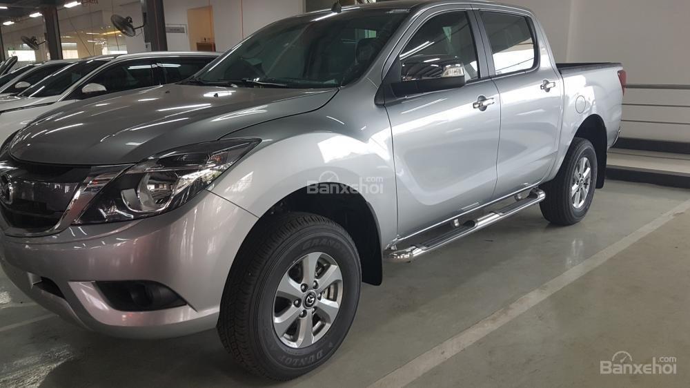 Bán Mazda BT 50 2.2 MT màu bạc, hỗ trợ vay 80% giá trị xe. LH 0938097488 (1)