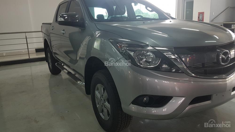 Bán Mazda BT 50 2.2 MT màu bạc, hỗ trợ vay 80% giá trị xe. LH 0938097488 (3)