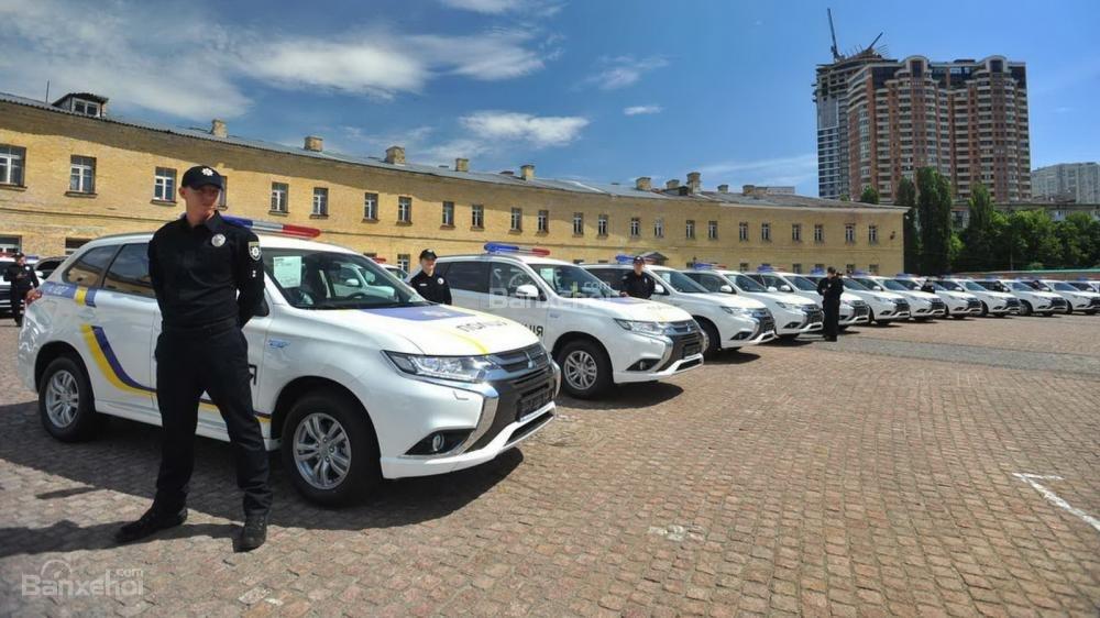 Toyota Mirai đến tay cảnh sát London - 5