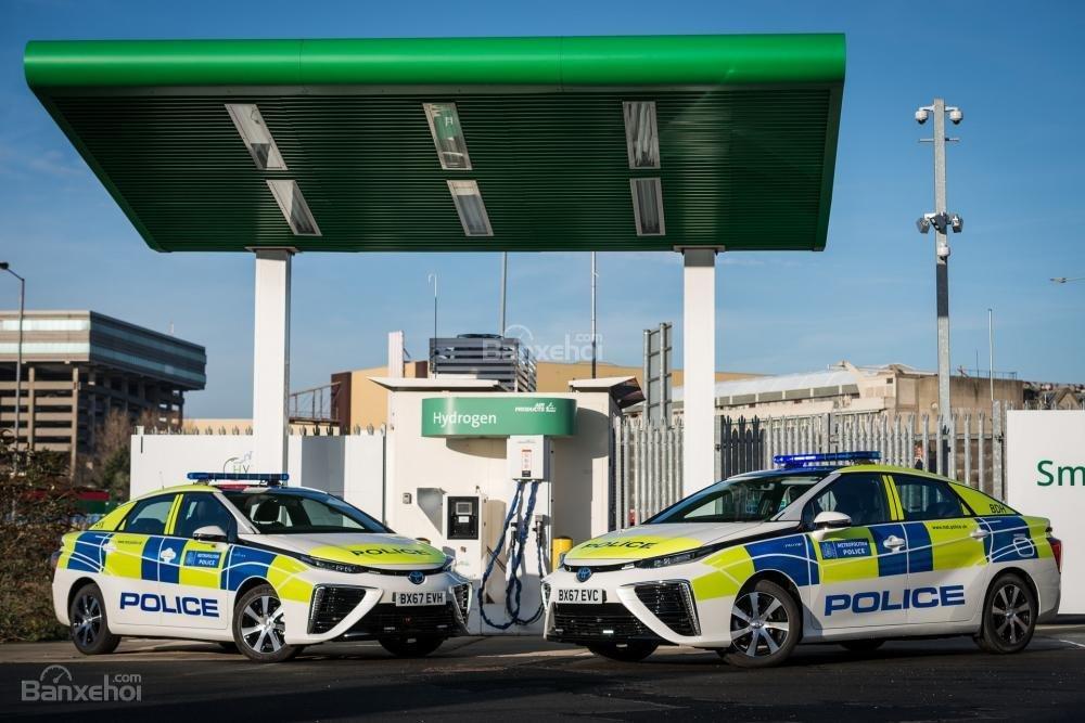 Toyota Mirai đến tay cảnh sát London - 4