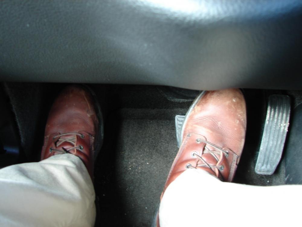 Nguyên nhân và cách khắc phục tình trạng đạp nhầm chân ga khi phanh 1