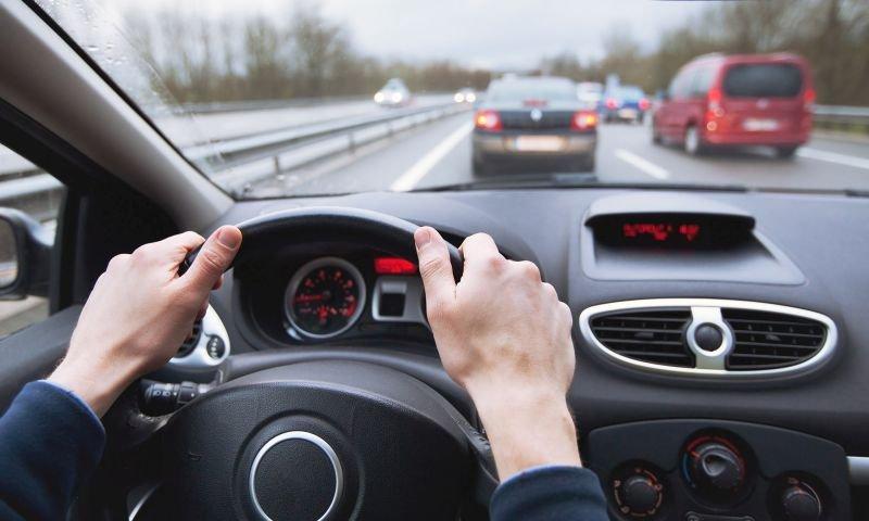 Vì sao không nên để bình xăng cạn khi lái xe ô tô? 1