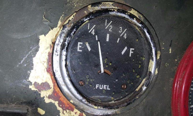 Bình xăng cạn khi di chuyển sẽ làm hỏng động cơ cùng nhiều bộ phận của ô tô 2