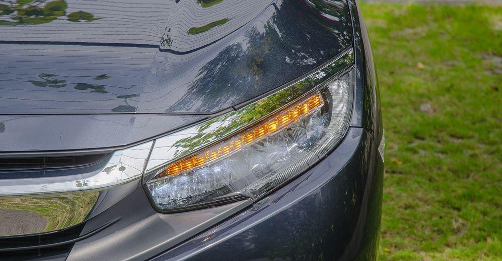 So sánh xe Hyundai Elantra Sport 2018 và Honda Civic 2018 về thiết kế đầu xe 8