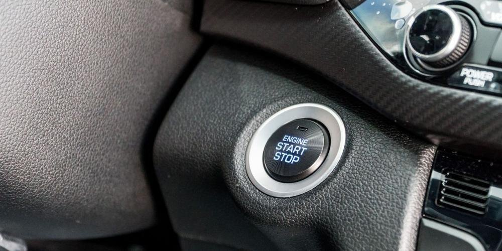 So sánh xe Hyundai Elantra Sport 2018 và Honda Civic 2018 về tiện nghi giải trí 10
