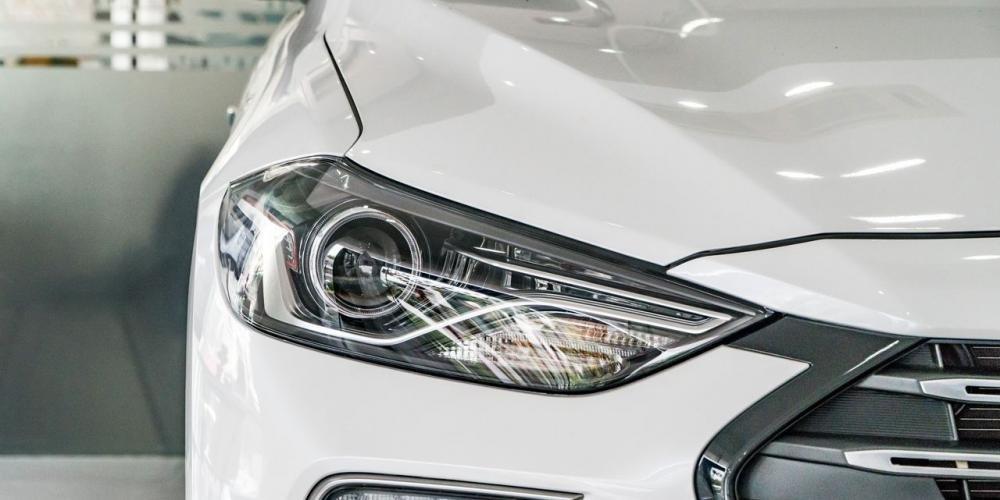 So sánh xe Hyundai Elantra Sport 2018 và Honda Civic 2018 về thiết kế đầu xe 6