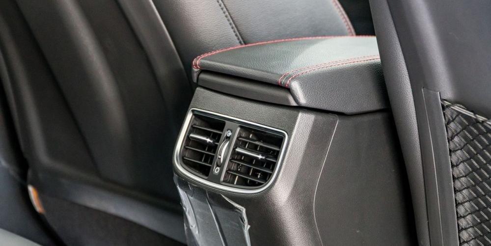 So sánh xe Hyundai Elantra Sport 2018 và Honda Civic 2018 về tiện nghi giải trí 14