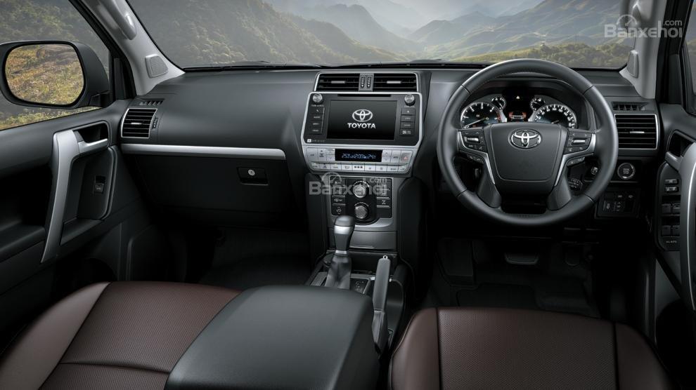 Khoang nội thất Toyota Land Cruiser Prado 2018 nâng cấp dành cho thị trường Ấn Độ.