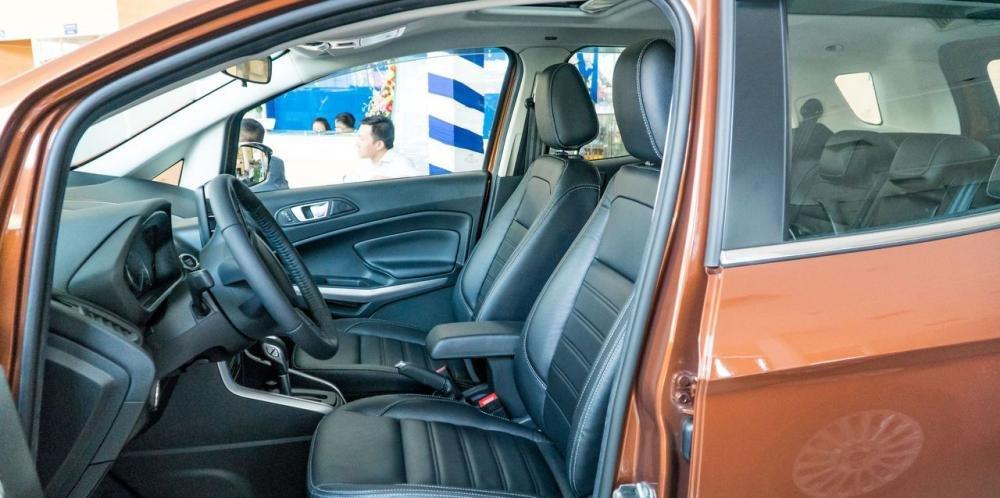 So sánh xe Ford Ecosport 2018 và Chevrolet Trax 2018 về ghế ngồi.