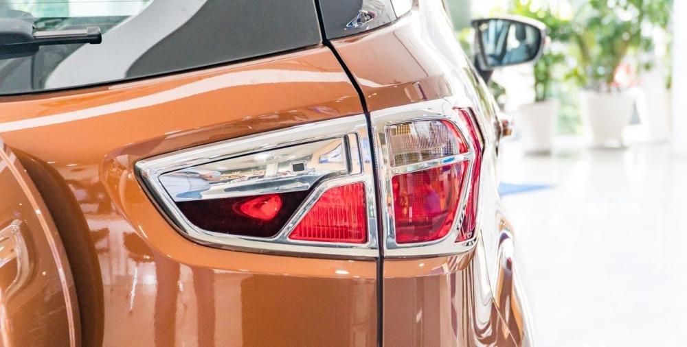 So sánh xe Ford Ecosport 2018 và Chevrolet Trax 2018 về đuôi xe 6