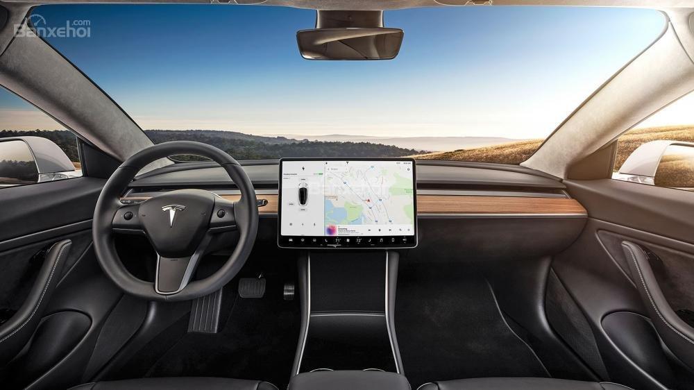 Đánh giá xe Tesla Model 3 2018: Khoang nội thất vượt xa mong đợi của khách hàng.