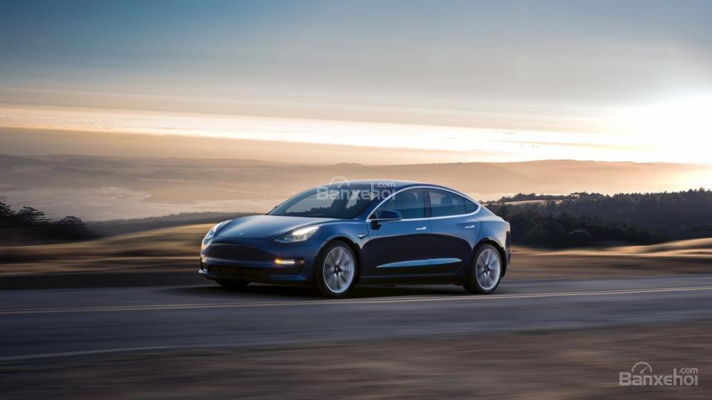 Đánh giá xe Tesla Model 3 2018 về cảm giác lái/