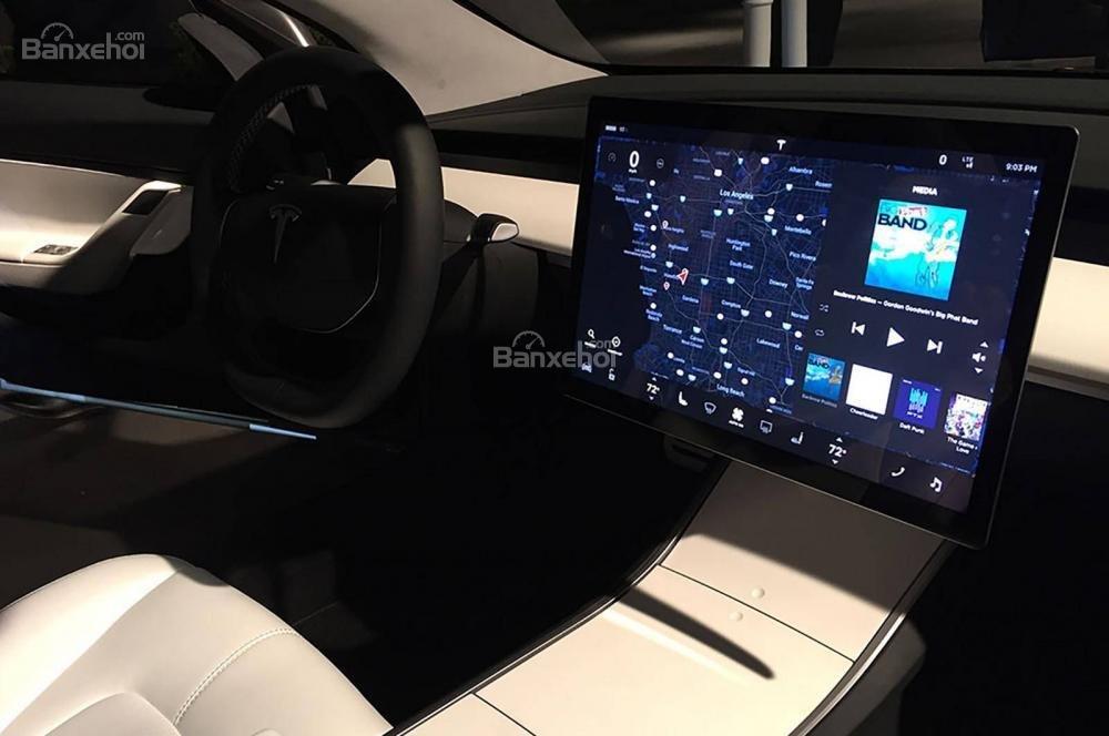 Đánh giá xe Tesla Model 3 2018: Màn hình thông tin duy nhất 15 inch tiêu chuẩn.